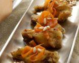 Alitas de pollo agridulces con arroz tostado