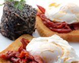 Huevo escalfado con morcilla y pimientos
