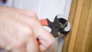 Cómo reparar la jamba de una puerta