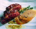 Magret de pato con salsa de fruta de la pasión