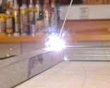 Construir una estructura metálica con soldadura al arco para hacer una mesa