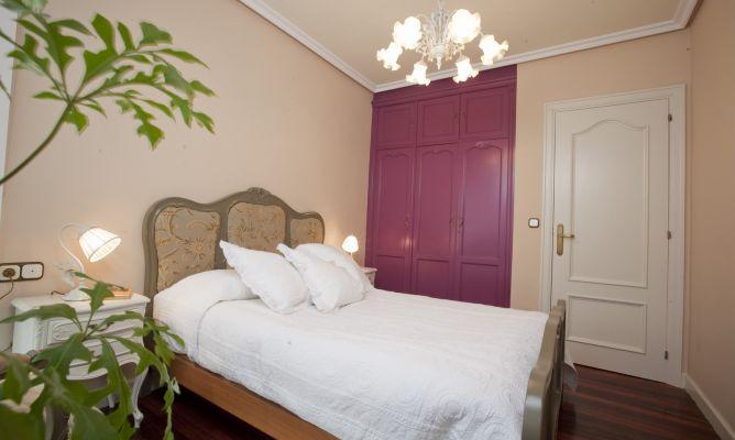 Dormitorio con muebles antiguos decogarden - Pintar muebles viejos ...