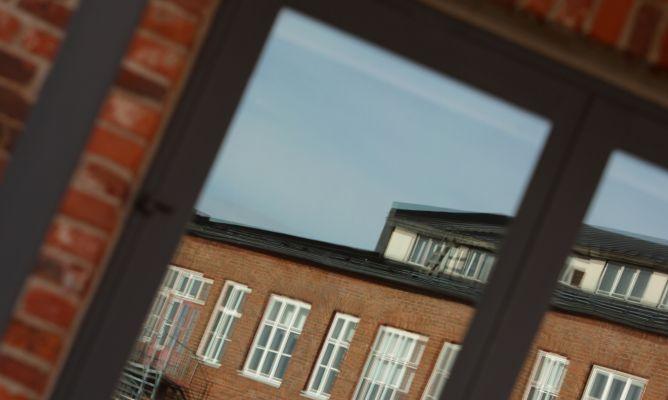 Limpiar los cristales de las ventanas con moho hogarmania - Con que limpiar los cristales ...