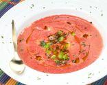 Sopa fría de sandía con salteado de habas