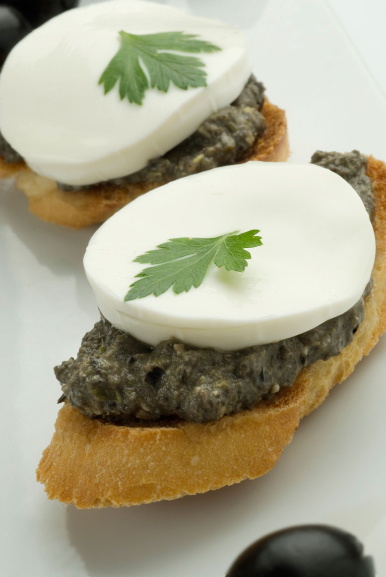 Pica de queso fresco y tapenade
