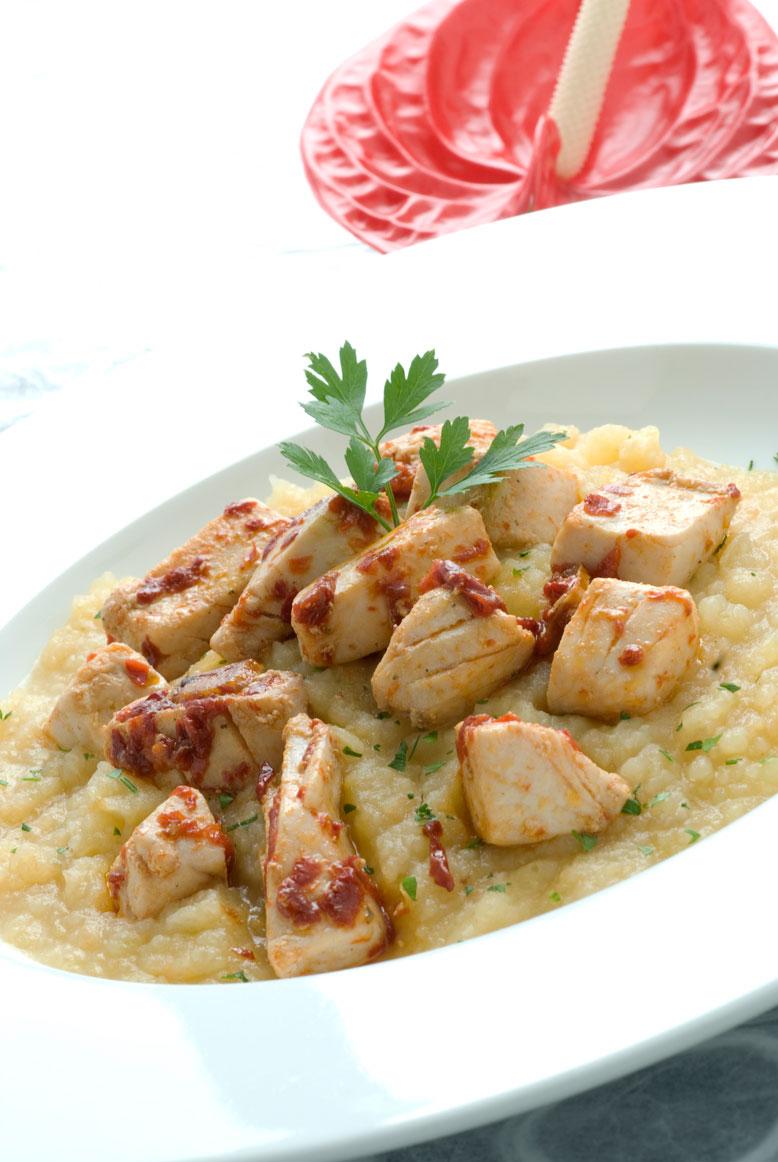 Marmitako de bonito, patatas y pimiento choricero
