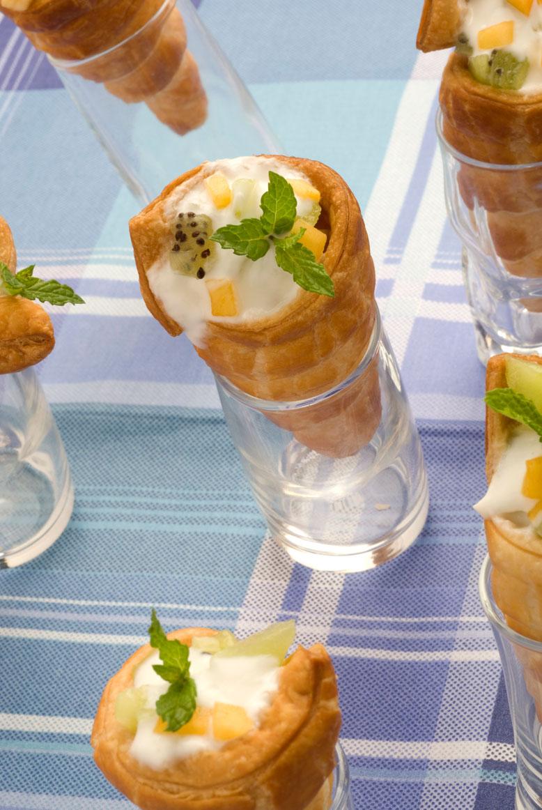 Canutillos con yogur y frutas