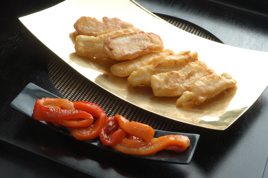 Salvera en tempura con pimientos morrones asados