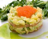 Ensaladilla de aguacate y patata con tomate