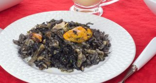 Arroz negro con frutos de mar