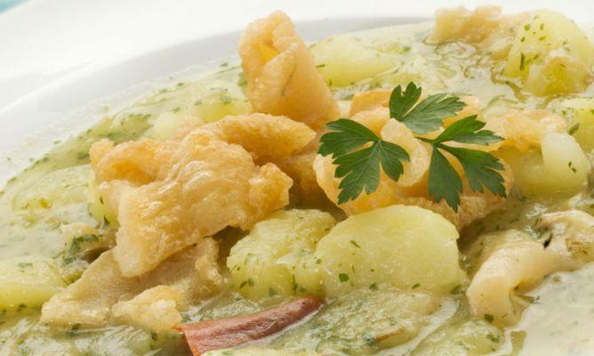 Receta de guiso de patatas en salsa verde con tripas de for Cocina bacalao con patatas