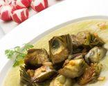 Alcachofas salteadas con puré de puerro y patata