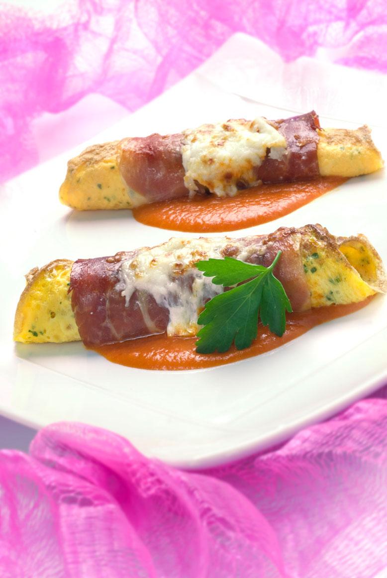Rollitos de tortilla con queso y jamón