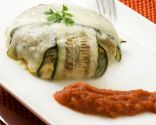 Charlota de calabacín con verduras y pollo