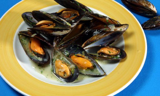 Receta de mejillones en salsa verde karlos argui ano for Hacer salsa marinera