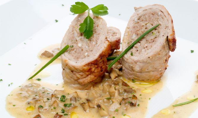 Receta de filetes rellenos con salsa de champi ones - Filetes de carne en salsa ...