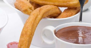Churros con chocolate a la taza