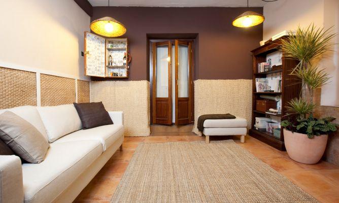 Sala en tonos tostados decogarden - Decogarden decoracion salones ...