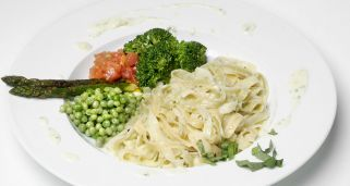 Tallarines vegetarianos con queso