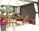 Terraza, armoniosa, confortable y colorida