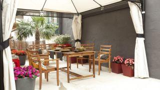 Terraza armoniosa, confortable y colorida