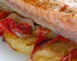 Cola de salmón con patatas panaderas