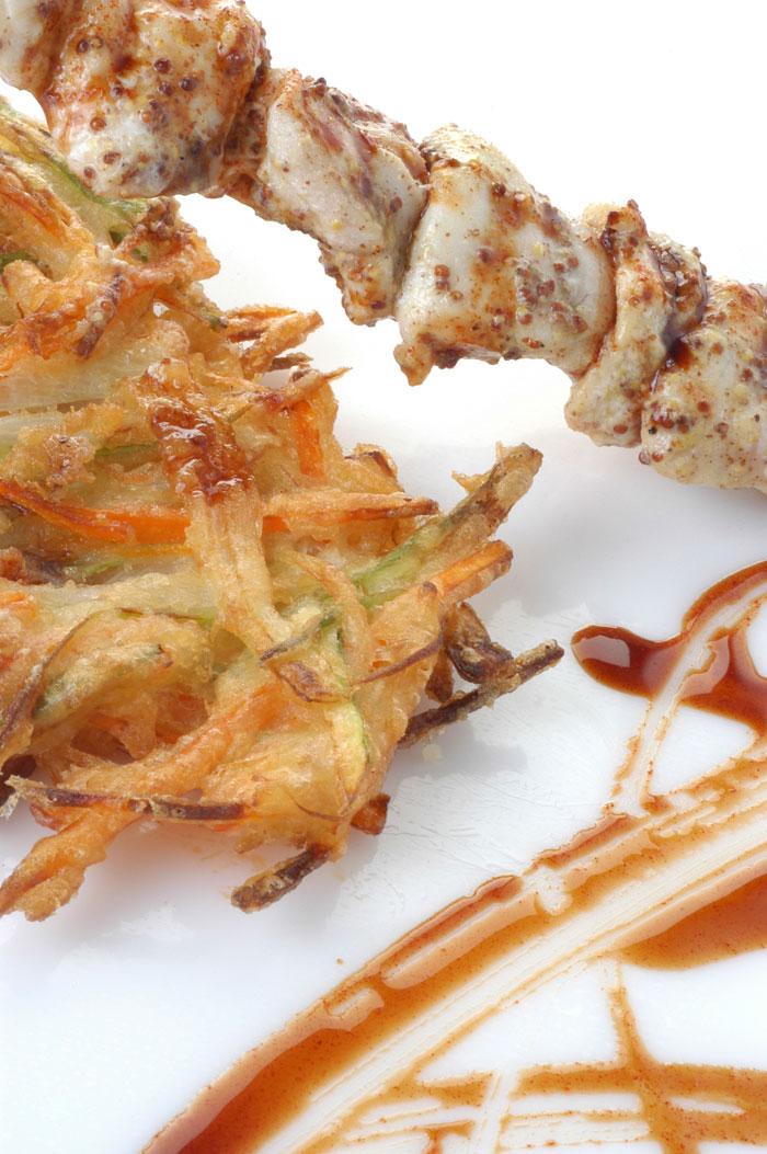Carrilleras de rape a la mostaza con verduras en tempura