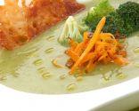 Crema de calabacín con verduras y queso