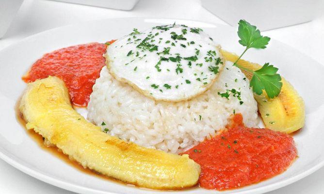 Resultado de imagen de foto arroz a la cubana con huevo