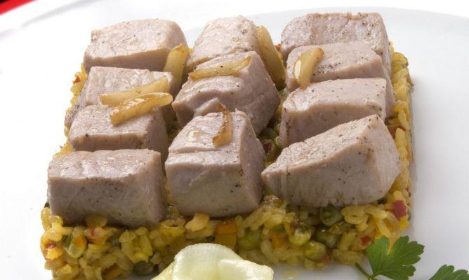 Receta de at n con arroz y ensalada de pepino karlos - Ensalada de arroz y atun ...