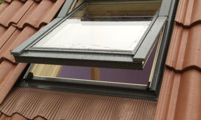 Instalaci n de ventana para tejado bricoman a - Como construir un tejado ...