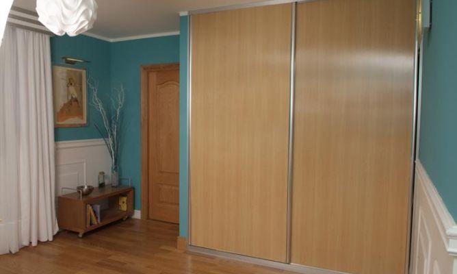 Decorar puerta de armario bricoman a - Como forrar un armario por fuera ...