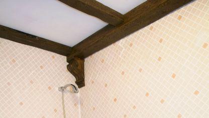 Instalaci n de vigas decorativas bricoman a - Vigas decorativas de poliuretano ...