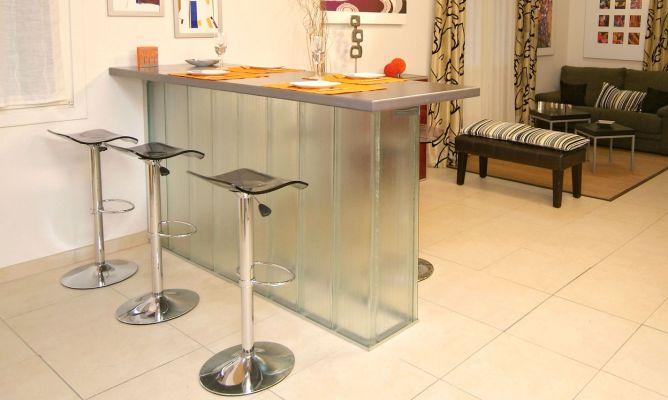 Barra de mesa transl cida bricoman a for Mesa barra cocina