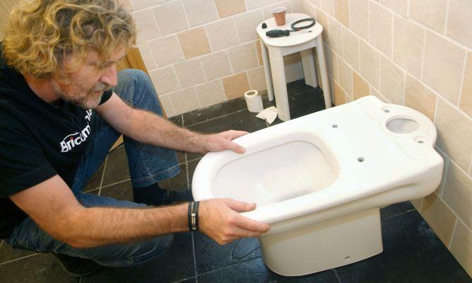 Como instalar un inodoro paso a paso bricoman a for Como fijar un inodoro al piso