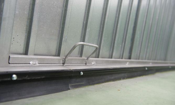 Burlete de caucho en puerta de garaje bricoman a - Burletes de goma para puertas exteriores ...