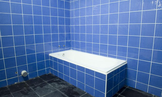 Azulejos Baño Azules:Cómo alicatar un cuarto de baño – Bricomanía