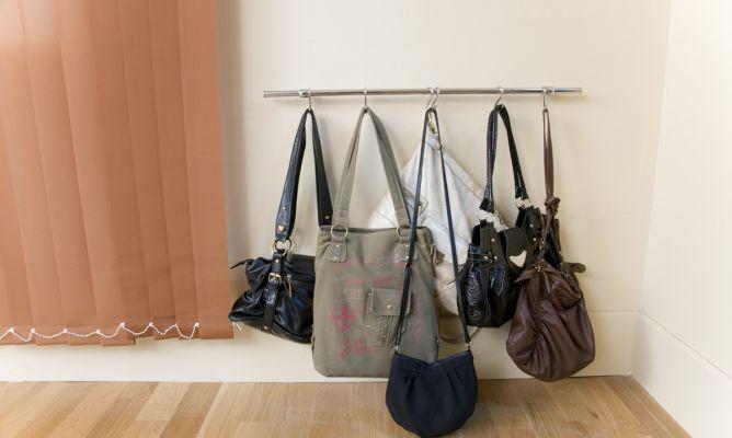 Soporte o perchero para bolsos bricoman a - Perchas para bolsos ...