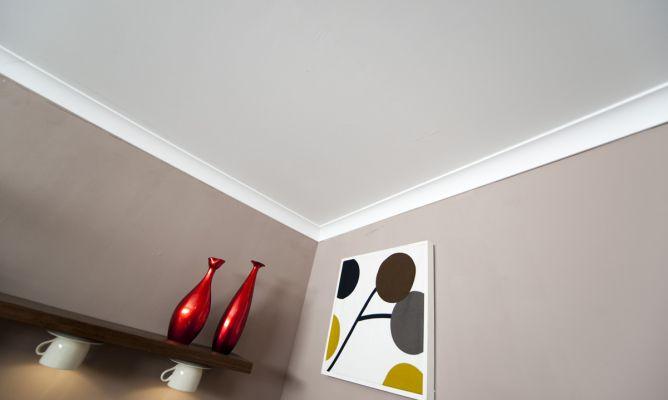 C mo colocar unas molduras decorativas en el techo for Molduras para techo