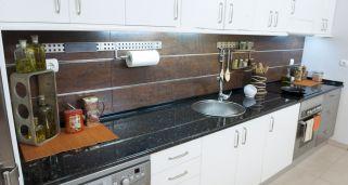 Iluminar encimera de cocina bricoman a - Embellecedor encimera ...