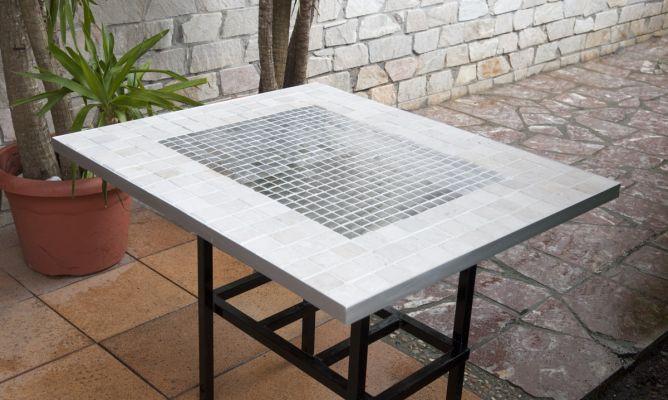 Revestimiento cer mico para mesa bricoman a for Mesa de jardin de piedra