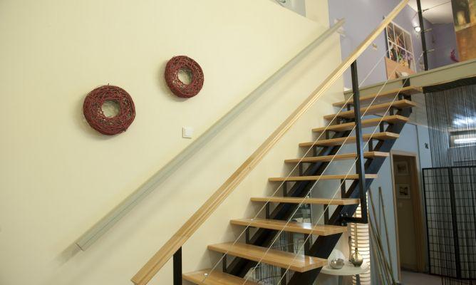 Construir un pasamanos bricoman a for Escaleras decorativas de interior