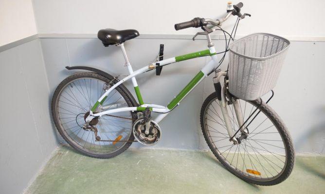 Colocar gancho antirrobo en garaje bricoman a - Anclaje para bicicletas ...
