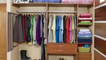 colocar baldas y barras en un armario empotrado
