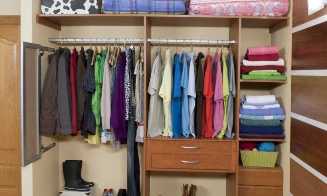 apariencia estética sitio oficial brillante en brillo Colocar baldas y barras en un armario empotrado - Bricomanía