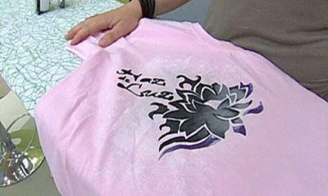 C mo pintar una camiseta hogarmania - Pinturas para pintar camisetas ...