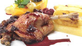 Confit de pato con salsa de arándanos