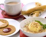 Crepes de quinoa, zumo de melón con vainilla y leche de cacao