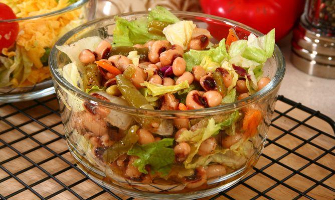 Receta de ensalada de alubias blancas y at n hogarmania for Cocinar judias blancas de bote
