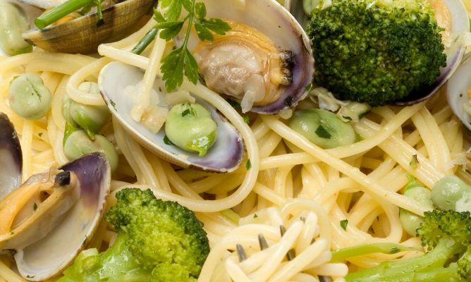 Espaguetis con br coli y almejas en cocina pasta primer - Espaguetis con almejas ...